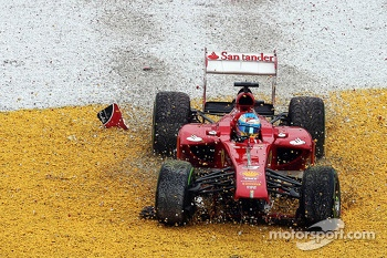 Fernando Alonso, Ferrari F138 crashes out of the race on lap 2