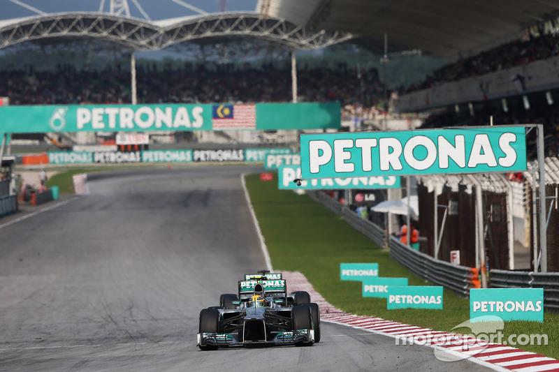 Lewis Hamilton, Mercedes AMG F1 W04 leads Nico Rosberg, Mercedes AMG F1 W04