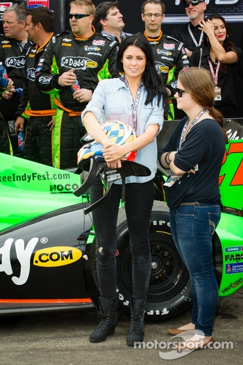 Victory circle: Kirsten Dee, girlfriend of James Hinchcliffe, with Holly Wheldon