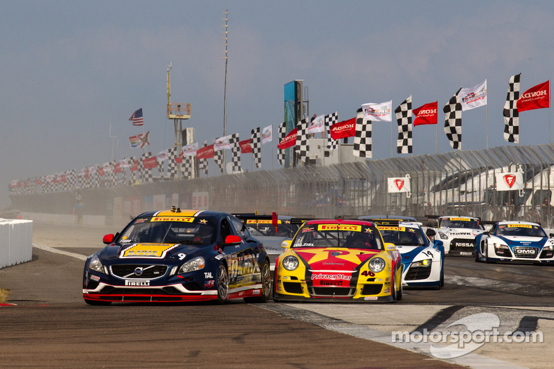 Start: Alex Figge leads Ryan Dalziel