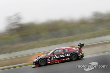 #32 Nissan GT Academy Team RJN Nissan GT-R Nismo GT3: Mark Shulzhitskiy, Wolfgang Reip