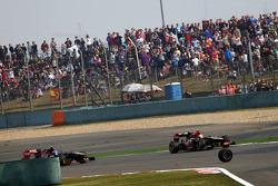 The wheel of Mark Webber, Red Bull Racing runs into the path of Romain Grosjean, Lotus F1 E21 and Daniel Ricciardo, Scuderia Toro Rosso STR8