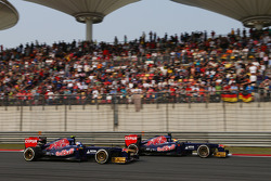 Jean-Eric Vergne, Scuderia Toro Rosso STR8 and team mate Daniel Ricciardo, Scuderia Toro Rosso STR8 battle for position