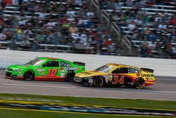 Danica Patrick, Stewart-Haas Racing Chevrolet and David Ragan, Front Row Motorsports Ford