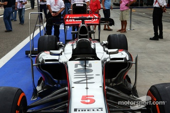 McLaren MP4-28 running Zain branding rather than Vodafone