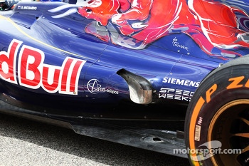 Daniel Ricciardo, Scuderia Toro Rosso STR8 exhaust detail