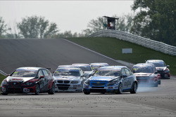 Marc Basseng, SEAT Leon WTCC, ALL-INKL.COM Münnich Motorsport and Alex MacDowall, Chevrolet Cruze 1.6T, bamboo-engineering