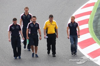 Valtteri Bottas, Williams, walks the circuit