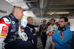 Tom Coronel, BMW E90 320 TC, ROAL Motorsport  with Aldo Preo, Team owner, ROAL Motorsport and Darryl O'Young, BMW E90 320 TC, ROAL Motorsport