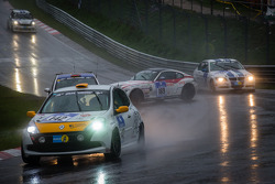 #122 Häggenas Auto SE Seat Leon Supercopa (SP3T): Jonas Carlsson, Anders Carlsson, Mikeal Olsson and #169 BMW Z4 Coupé (V6): Alexey Vermenko, Sergey Borisov crash
