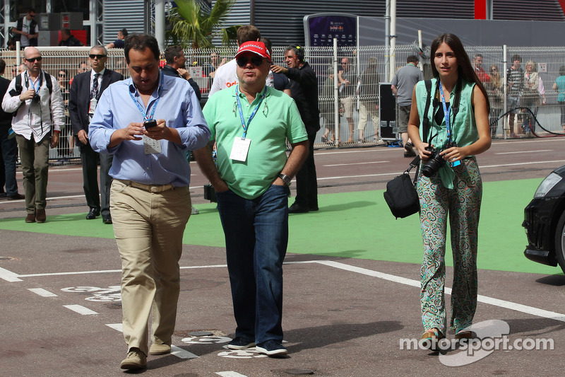 Luiz Antonio Massa, father of Felipe Massa, Ferrari (Centre)