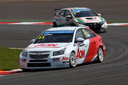 Tom Chilton, Chevrolet Cruze 1.6 T, RML and Gabriele Tarquini, Honda Civic, Honda Racing Team J.A.S.