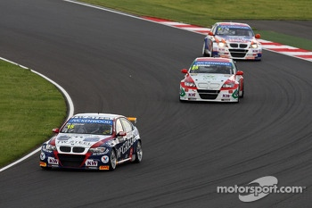Tom Coronel, BMW E90 320 TC, ROAL Motorsport  leads Mehdi Bennani, BMW E90 320 TC, Proteam Racing