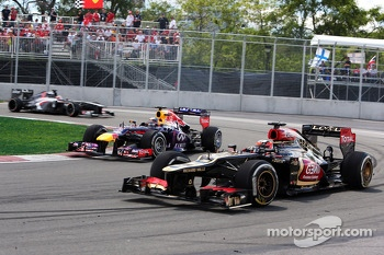Kimi Raikkonen, Lotus F1 E21 is lapped by Sebastian Vettel, Red Bull Racing RB9