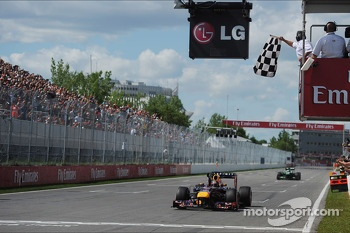 Race winner Sebastian Vettel, Red Bull Racing celebrates takes the chequered flag at the end of the race