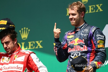 2nd place for Fernando Alonso, Ferrari F138 and 1st for Sebastian Vettel, Red Bull Racing