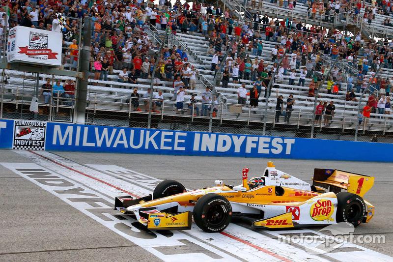 Ryan Hunter-Reay, Andretti Autosport Chevrolet takes the win