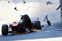 Hard crash for Felipe Massa, Ferrari F138