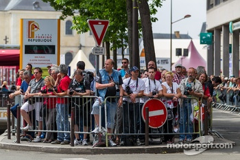 Fans at Scrutineering