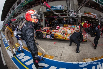 Pit stop for #45 OAK Racing Morgan LMP2 Nissan: Jacques Nicolet, Jean-Marc Merlin, Philippe Mondolot