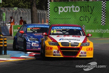Darryl O'Young, BMW E90 320 TC, ROAL Motorsport leads Fredy Barth, BMW E90 320 TC, Wiechers-Sport