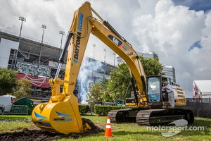 Daytona Rising event: winners Trevor Bayne, Wood Brothers Racing Ford and Greg Biffle, Roush Fenway Racing Ford start the work on Daytona Rising