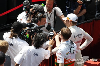 Paul di Resta, Sahara Force India F1 with Will Buxton, NBS Sports Network TV Presenter