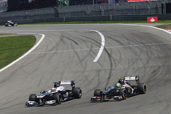 Pastor Maldonado, Williams FW35 and Esteban Gutierrez, Sauber C32, battle for position