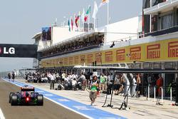 Jean-Eric Vergne, Scuderia Toro Rosso STR8 heads down the pit lane