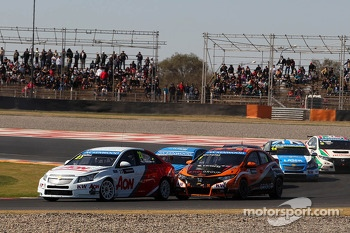 Tom Chilton, Chevrolet Cruze 1.6 T, RML and Norbert Michelisz, Honda Civic, Zengo Motorsport