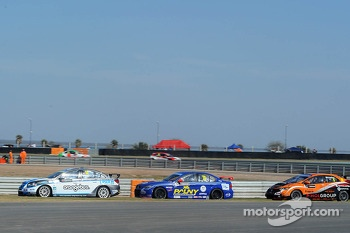 James Nash, Chevrolet Cruze 1.6 T, Bamboo Engineering leads Jose Maria Lopez, BMW 320 TC, Wiechers-Sport
