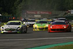 1st lap; #84 HTP Motorsport Mercedes SLS AMG GT3: Bernd Schneider, Maximilian Buhk, Maximilian Götz