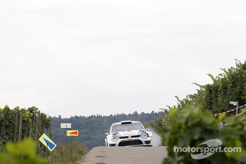 Sebastien Ogier, Julien Ingrassia, Volkswagen Polo WRC Volkswagen Motorsport at first Stage with broken Suspension