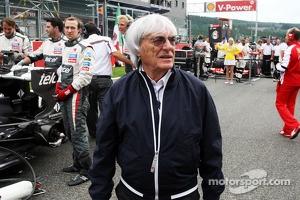 Bernie Ecclestone, CEO Formula One Group, on the grid