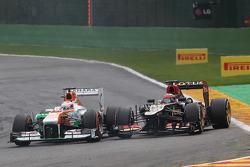 Paul di Resta, Sahara Force India and Kimi Raikkonen, Lotus F1 battle for position