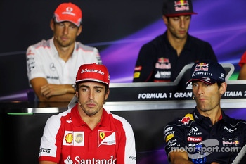 (L to R): Fernando Alonso, Ferrari and Mark Webber, Red Bull Racing in the FIA Press Conference