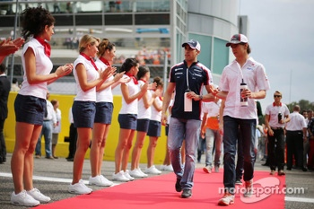 Esteban Gutierrez, Sauber and Pastor Maldonado, Williams on the drivers parade