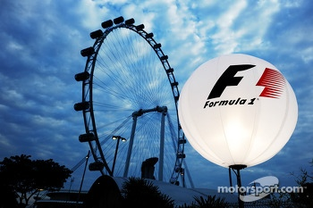 An F1 lighting balloon in the paddock with the Singapore Flyer
