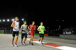 Fernando Alonso, Ferrari runs the circuit with Edoardo Bendinelli, Personal Trainer, and Pedro De La Rosa, Ferrari Development Driver (Second from right)
