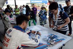 Autograph session, Charles Ng, BMW E90 320 TC, Liqui Moly Team Engstler