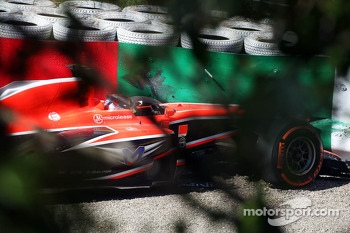 Jules Bianchi, Marussia F1 Team MR02 crashed at Degner 2 in the first practice session