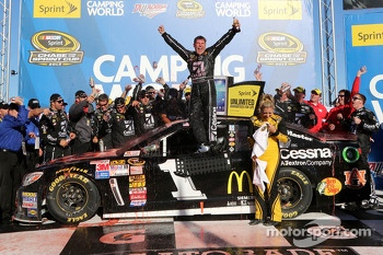 Race winner Jamie McMurray, Earnhardt Ganassi Racing Chevrolet