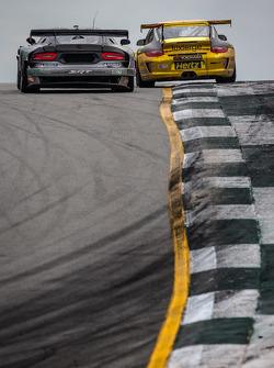 #91 SRT Motorsports SRT Viper GTS-R: Dominik Farnbacher, Marc Goossens, Ryan Dalziel, #11 JDX Racing Porsche 911 GT3 Cup: Mike Hedlund, Jan Heylen, Jon Fogarty
