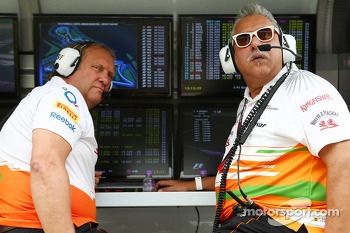 (L to R): Robert Fernley, Sahara Force India F1 Team Deputy Team Principal and Dr. Vijay Mallya, Sahara Force India F1 Team Owner on the pit gantry
