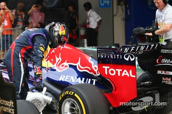 Sebastian Vettel, Red Bull Racing cools the tyres on his Red Bull Racing RB9 in parc ferme