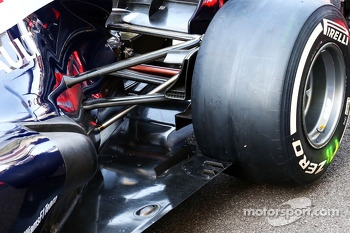 Williams FW35 rear floor detail
