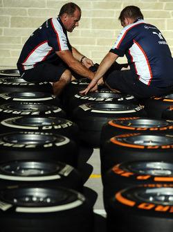 Williams crew members work on Pirelli tires