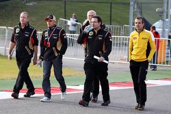 Heikki Kovalainen, Lotus F1 Team walks the circuit