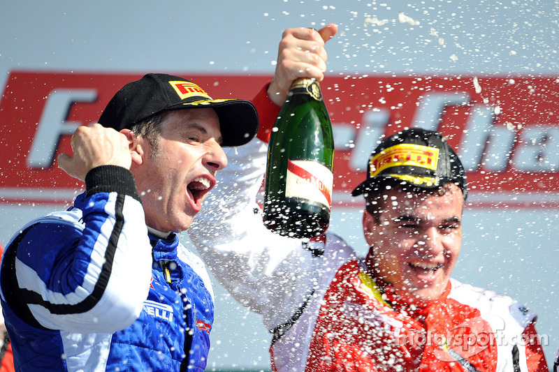 Coppa Shell podium: second place Henrik Hedman with winner Gregory Romanelli
