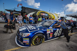 Hendrick Motorsports Chevrolet of Jimmie Johnson rolled to the starting grid